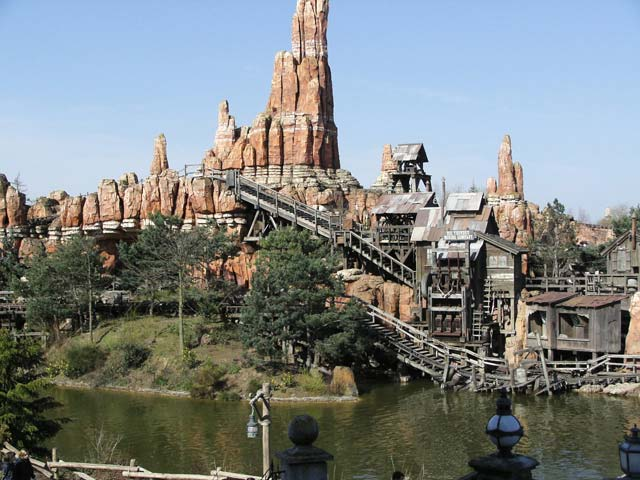 Le train de la mine, symbole de Frontierland.